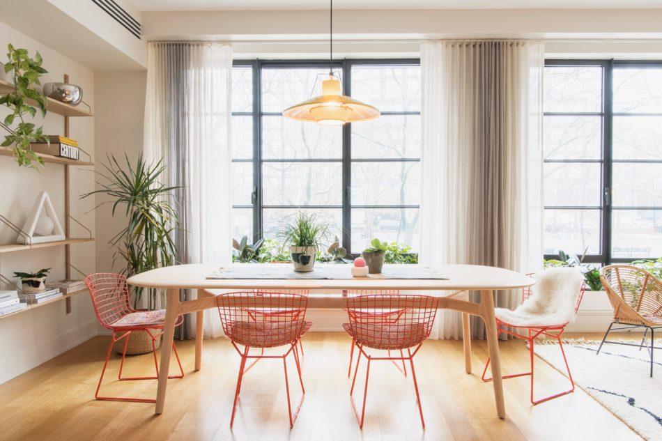 New York dining room by Elizabeth Roberts