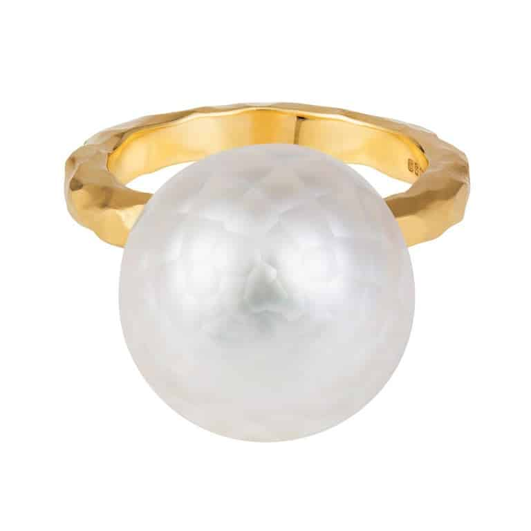 Sweet Pea faceted pearl set in an 18k yellow gold ring