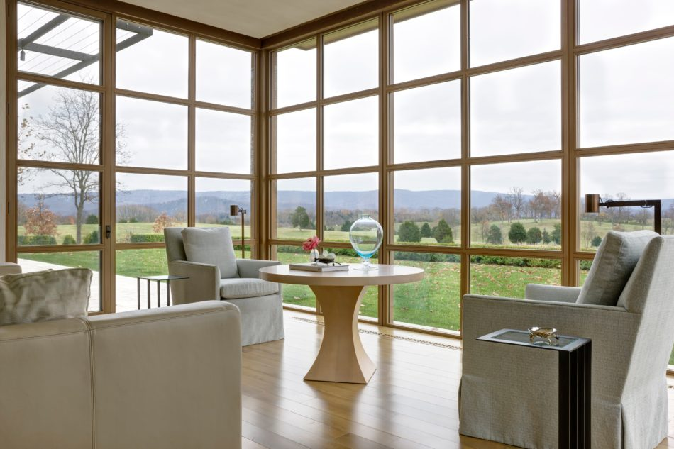 Country house dining room by Solis Betancourt & Sherrill in Virginia