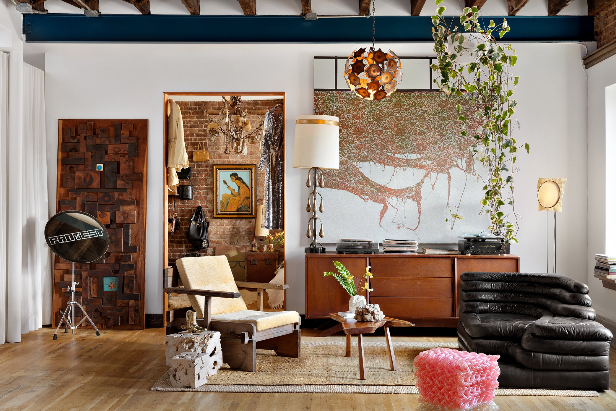 Sitting room by Evan Edwards in New York