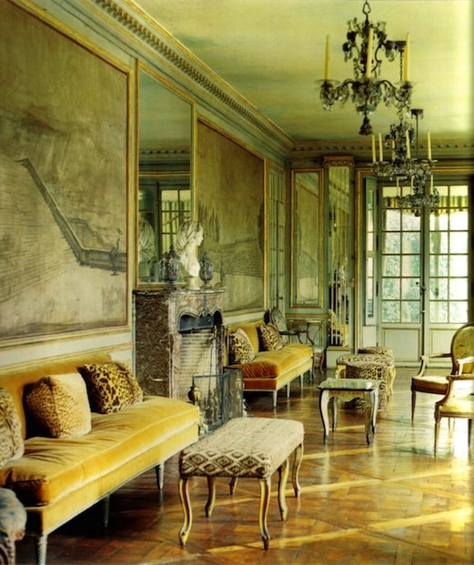 According to de Wolfe, animal prints belonged alongside French antiques.