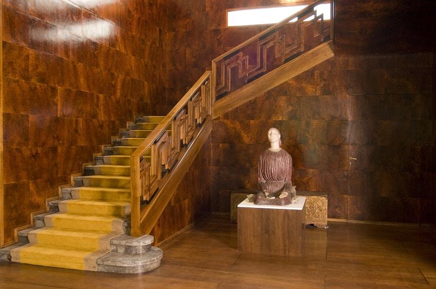 The foyer and grand staircase of Villa Necchi Campiglio.