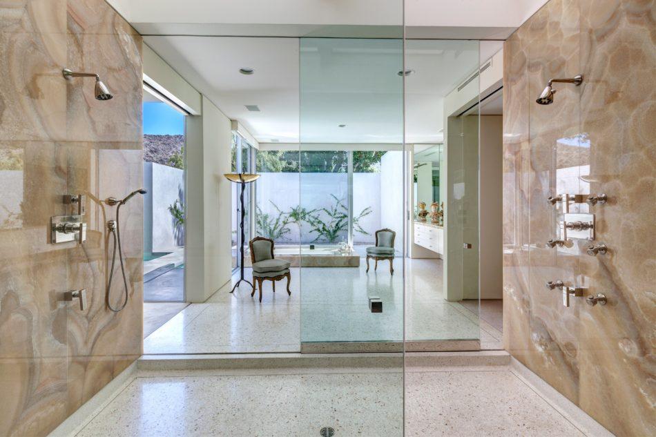 Indian Wells, CA bathroom by Formarch