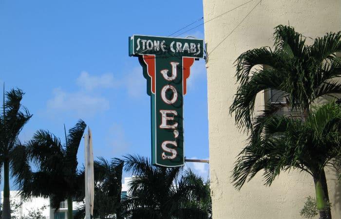 Joe's_Stone_Crabs_Sign