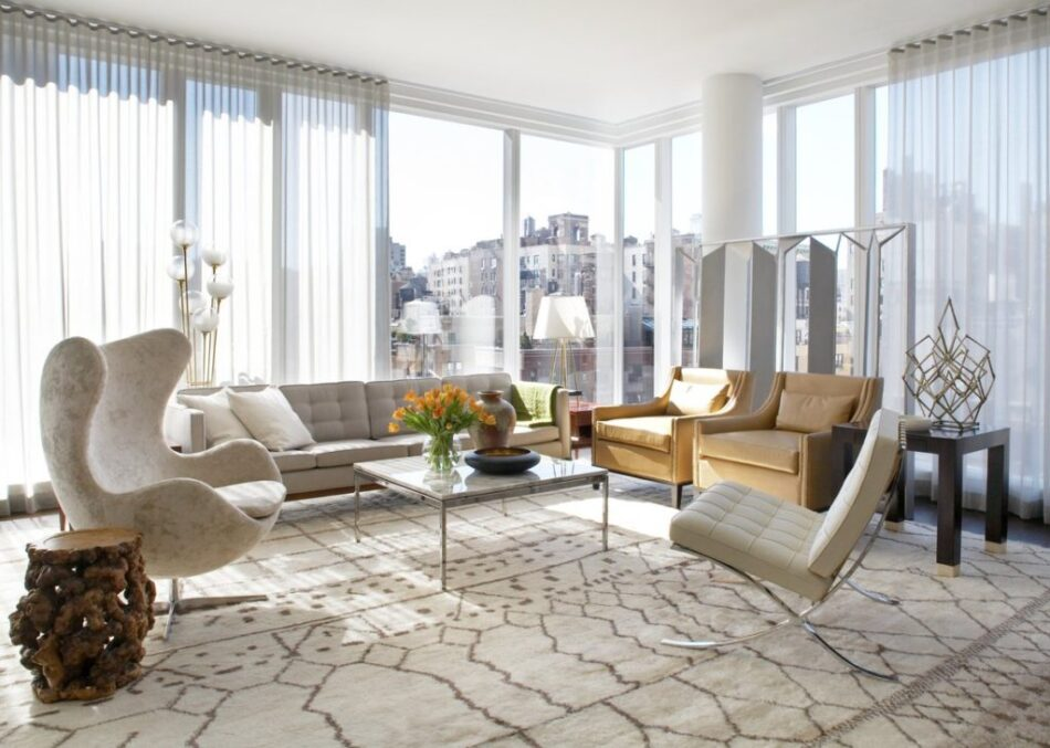 Neal Beckstedt furnished this Manhattan room with a cream Egg chair and other mid-century-modern classics.