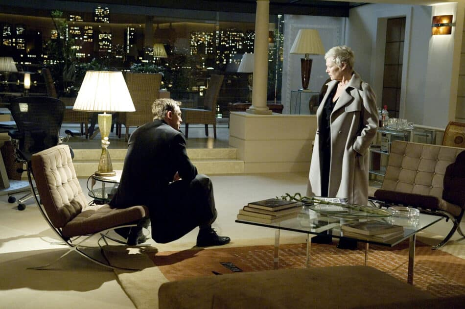 Daniel Craig as James Bond and Judi Dench as M with a pair of Barcelona chairs in Casino Royale