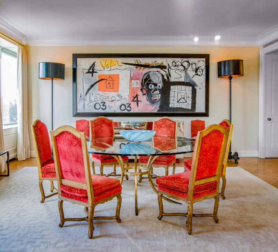 In New York dining room, Brian Murphy combined bold pops of color with iconic decor.