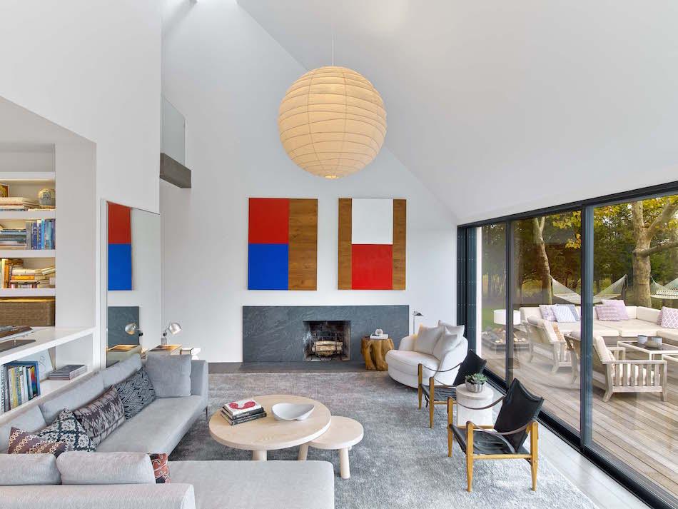 Springs living room by Meyer Davis