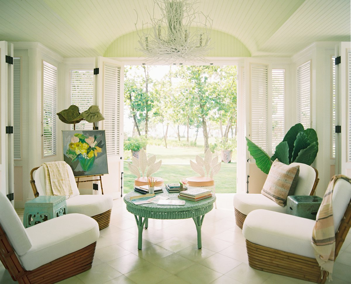 At the Playa Grande Beach Club, Kemble looked no further than her beloved rattan to outfit the rooms. Here, several styles of rattan furniture were used effortlessly to create a welcoming, character-filled indoor-outdoor room.