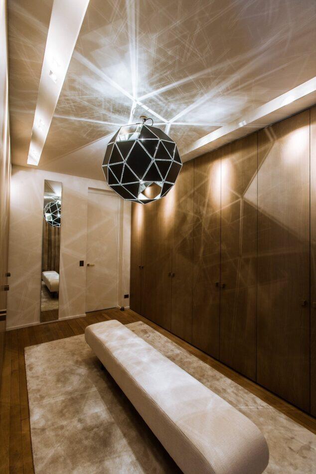 Isabelle Stanislas designed the dressing room of this Paris apartment