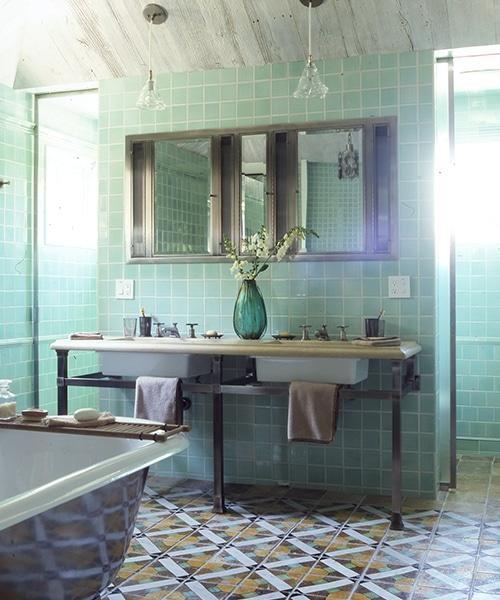 arts-and-crafts-transitional-bathroom-amagansett-new-york-by-fox-nahem-associates