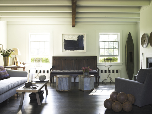 coastal-rustic-living-room-bridgehampton-ny-by-huniford-design-studio