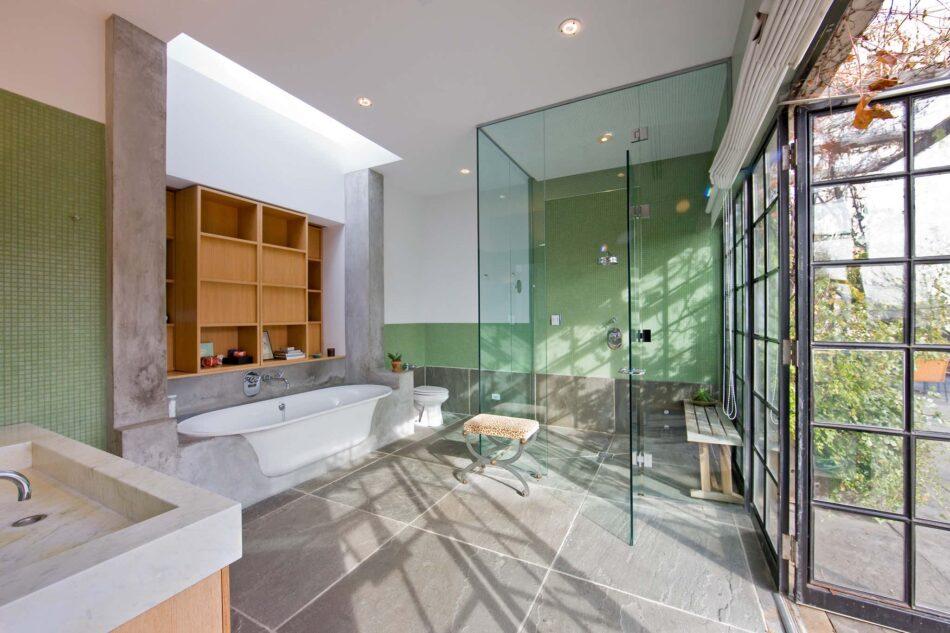 Michael Baverland-designed bathroom in New York